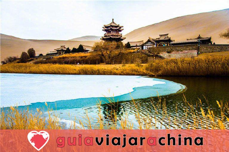 Parque Natural del Lago de la Media Luna de la Montaña Mingsha 5